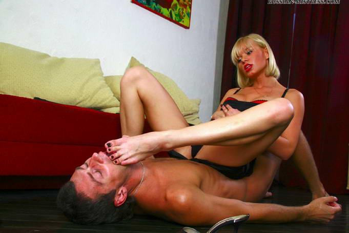 госпожа раба смотреть онлайн пальчики ног лижет простите, мужика стальные